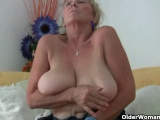Free HD MILF Tube Pantyhose