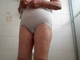 Free HD MILF Tube Shower